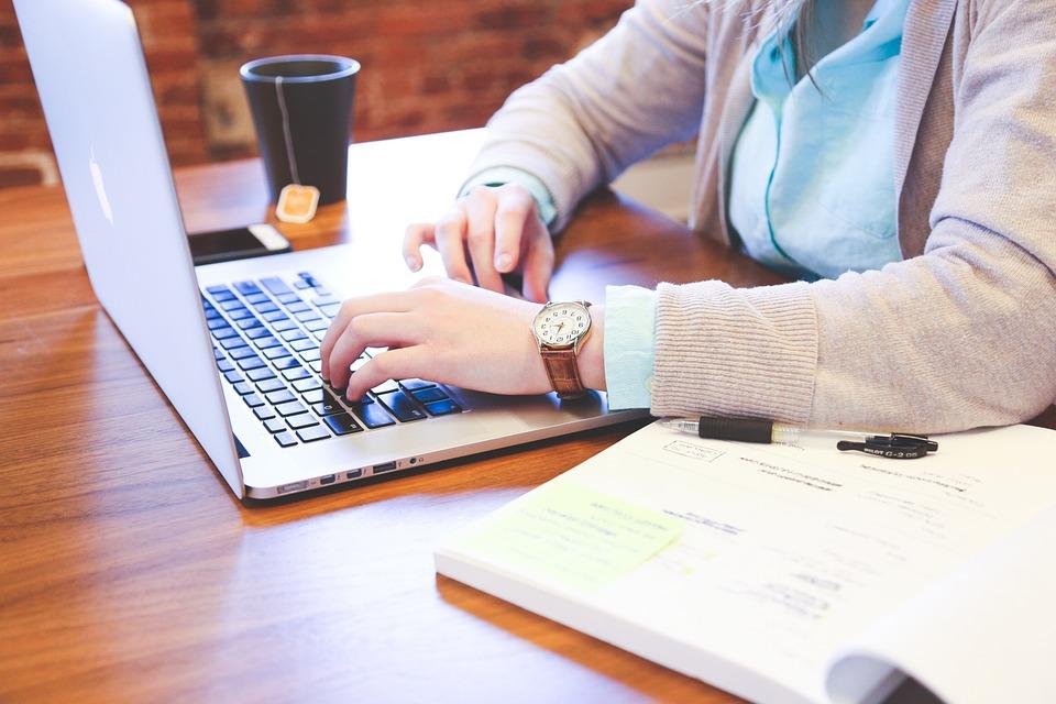Délai de paiement des entreprises: de moins en moins de retards pour les entreprises